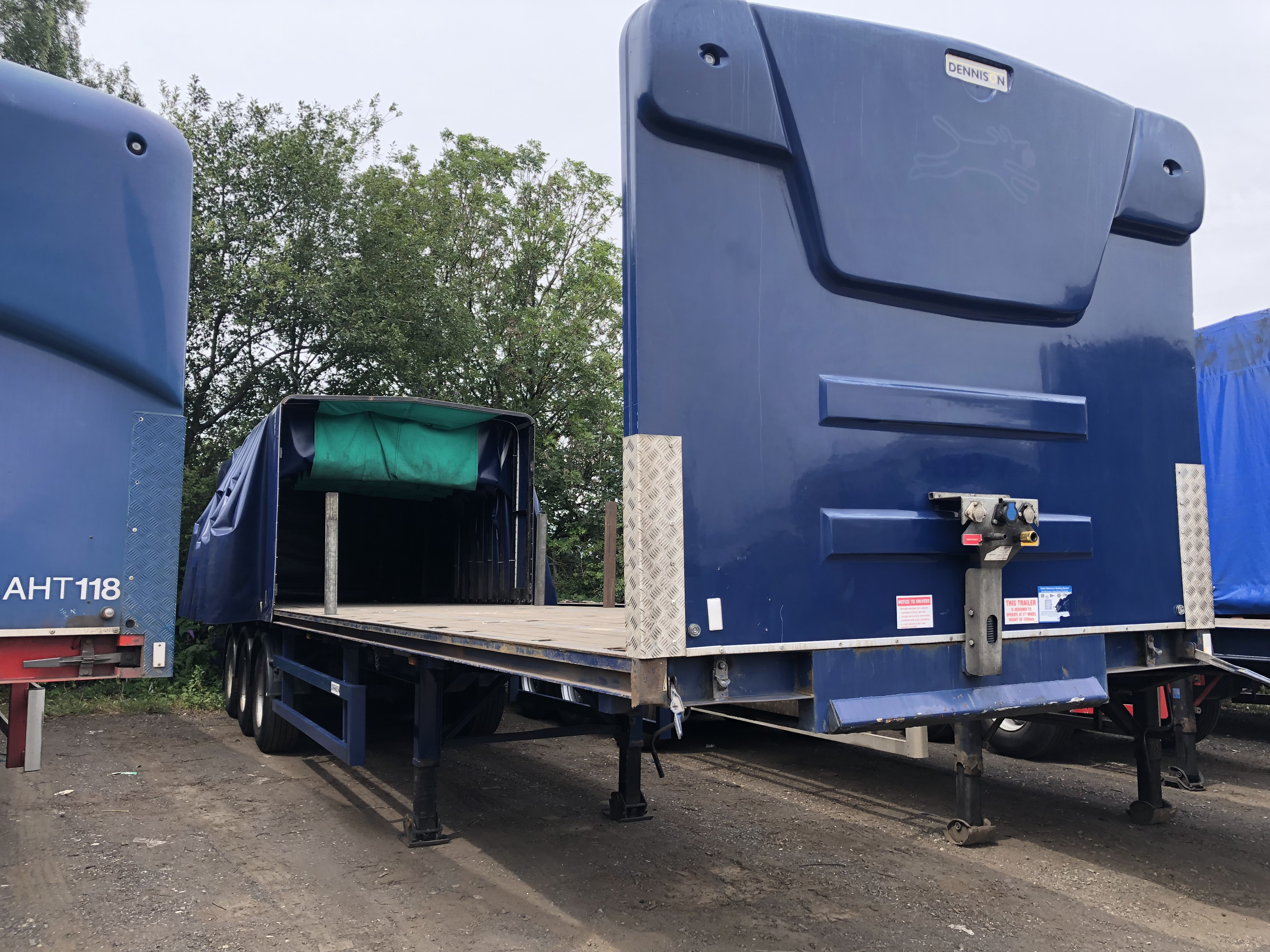 Flat slidaflex trailer with sockets